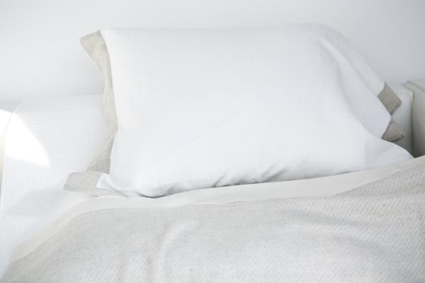 ベッドとまくら