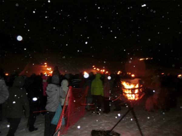 八方尾根火祭りの様子