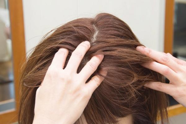 カラーリングした髪を美しくキープする方法⑤「頭皮を健やかに保つ」