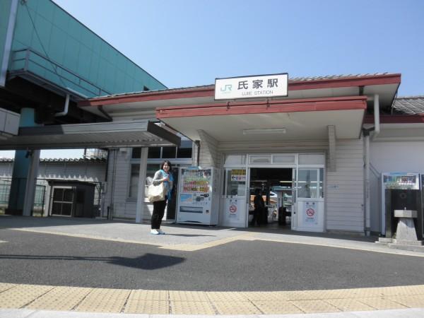 東北線 氏家駅前