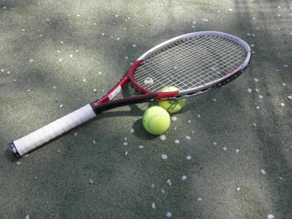 テニスラケット おでかけ女史組
