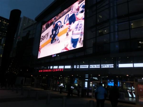 エアカナダ・センター前のスクリーン アイスホッケー