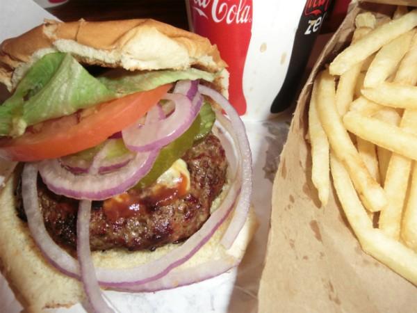 Burger Joint ハンバーガーとフライ