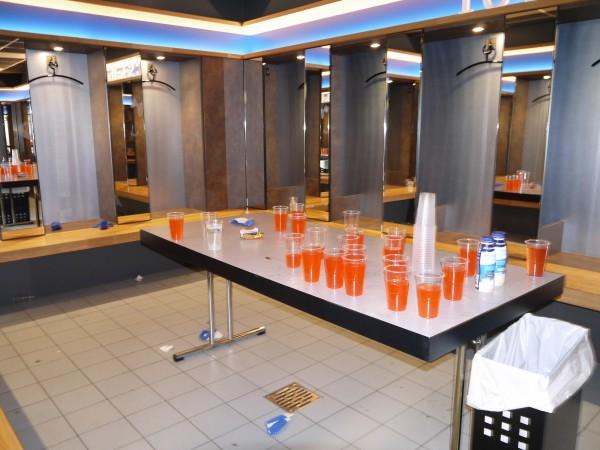 シャルケのスタジアム 選手の飲み物や栄養バー