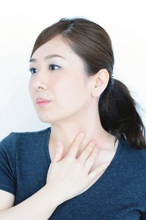 首と鎖骨のマッサージ