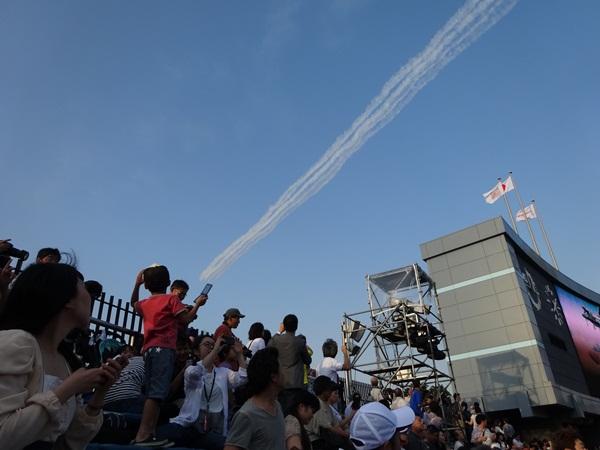 国立競技場 飛行機雲