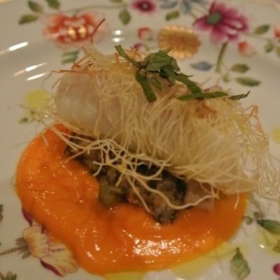 白身魚のカダイフ 人参とオレンジのソース