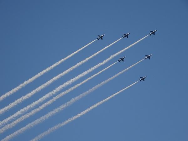 国立競技場上空 飛行機 デルタ隊形