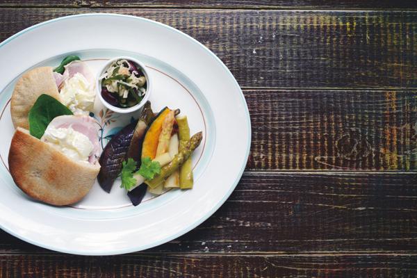 乳酸菌を育てるレシピ⑧/酸味の効いた根菜とサンドイッチのコンビプレート