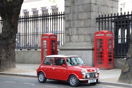 ロンドン 大英博物館外観とミニクーパー