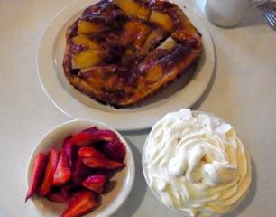 アップルパンケーキとホイップクリーム