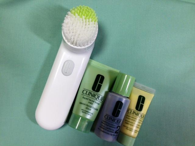 クリニークの洗顔料と顔ブラシ
