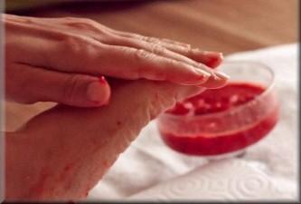 いまイチゴがアツイ:イチゴでDIYキッチンコスメ  スクラブ編