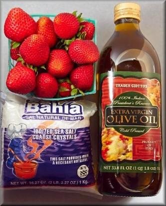 イチゴ、塩、オリーブオイル
