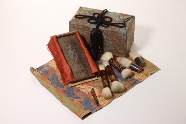 江戸時代の化粧道具入れや筆