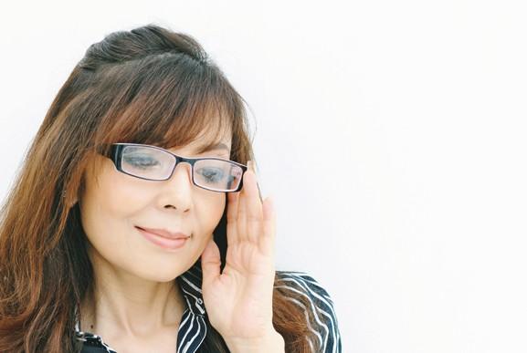 """中村英理さん おしゃれな人の""""大人メガネ"""" (リーディンググラス) ①"""