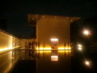 写真10 夜の大拙館