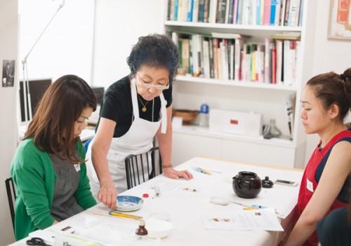 「TUMUGU」(www.tumuguaoyama.jp/)にて。その他、シダックス カルチャーワークス、二子玉川S・C コミュニティクラブたまがわなどでも教えています