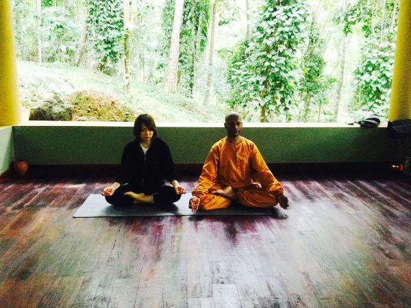 ayupiyasa_yogaをする娘