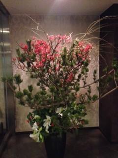 朝倉さん アパート入り口の花