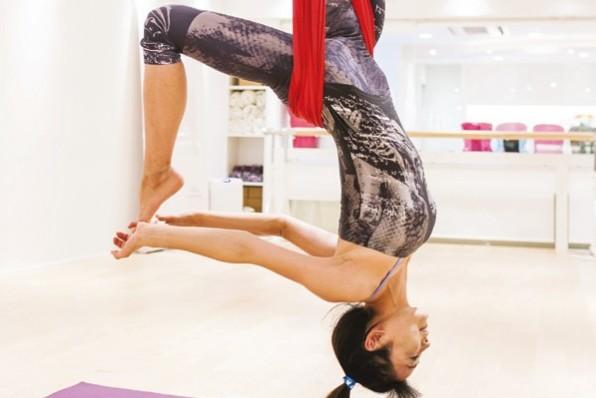 """毎日のワクワクこそ究極のエイジングケア:中島史恵さんの""""楽しい空中ヨガ健康法"""""""