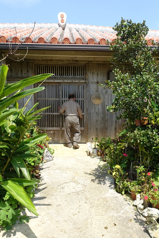 石井 沖縄 2 入り口