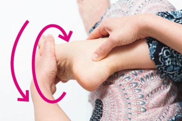 """いつまでも""""歩ける体""""をつくるために""""足指""""を育てよう!⑧「足首回し」"""