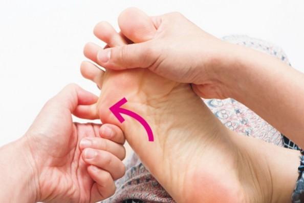 """いつまでも""""歩ける体""""をつくるために""""足指""""を育てよう!⑦「指側面刺激」"""