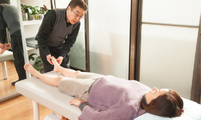 アスケル東京でインソールオーダー前に筋肉の柔軟性を高める施術