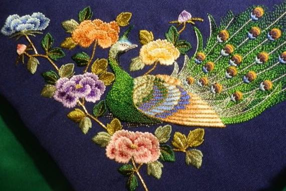 和刺繍の見事な技を見学できる「京都刺繍修復工房」