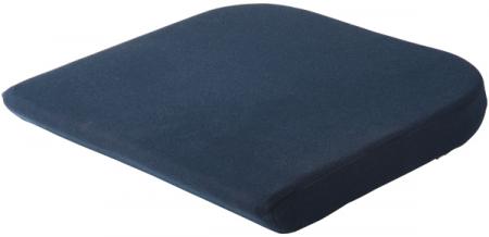 オフィスチェアに合わせた設計で、デスクワークの環境を整えます。体圧を効果的に分散させるテンピュール素材を使用。お尻の形に合わせてゆっくりと沈み込み、腰やお尻にかかる負担を軽減します。長時間のデスクワークでも疲れにくく、一日中快適な座り心地をキープ。¥12,000/テンピュール・シーリー・ジャパン