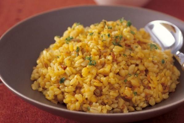 主食で繊維をたっぷりと⑤麦ご飯の根菜ピラフ