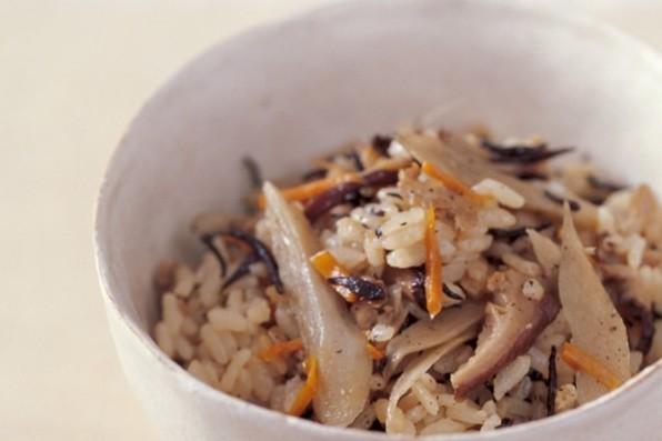 主食で繊維をたっぷりと⑥根菜ひじきご飯