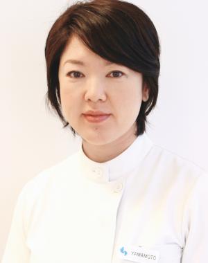 サロンディレクターの山本成美さんは、日本ではまだ数少ないフットケアの専門家の一人。「ジャパンフットケアスクール」も主宰しています