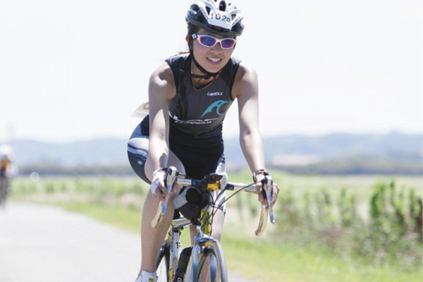 2003年からマラソンを始め、2005~2009年、ロードバイクで片道45分の自転車通勤を実践。2009年よりトライアスロンを楽しむスポーツ女医。愛車はかなりマニアックなブランド、フォンドリエスト