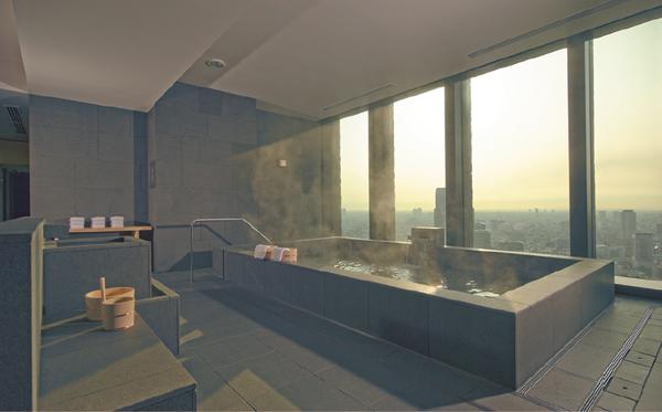 アマン・スパに設置された男女別の温浴施設。白木の風呂桶や手桶も用意された本格的大浴場は外国人ゲストも頻繁に利用