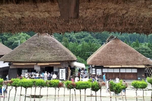 江戸時代の町並みを今に残す宿場町「大内宿」へ