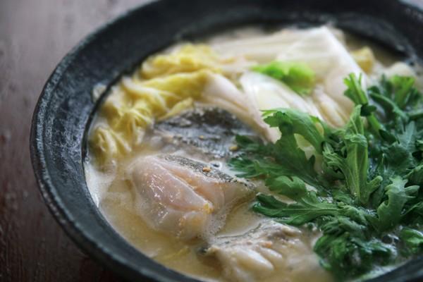 定番シンプル鍋を、温め食材でパワーアップ②酒粕と味噌のタラ鍋