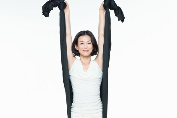 最近1センチも身長が伸びた鈴木保奈美さんがトライした旬のヨガとは?