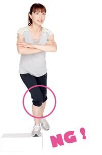 体重をかけて上るなどの普通の動きでも、膝が内側に入ってしまうのが森永さん。体を使う練習なので、いつもの動き方は忘れましょう!