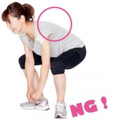 立ち上がるとき、体が前に倒れてしまってはダメ。あくまで真っすぐ上へ!