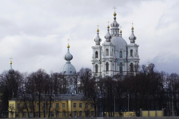 ロマノフ王朝の帝政ロシアの栄華をたどってサンクトペテルブルグへ