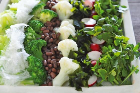庄司いずみさんの「ごちそう美腸サラダ」/あずきと海藻、温野菜の彩りサラダ