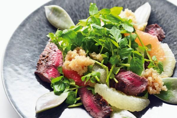 沼津りえさんの「ごちそう美腸サラダ」/牛肉と栄養豊富なクレソン、グレープフルーツのサラダ