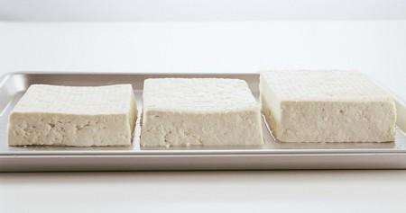 豆腐の水切り トレーの豆腐