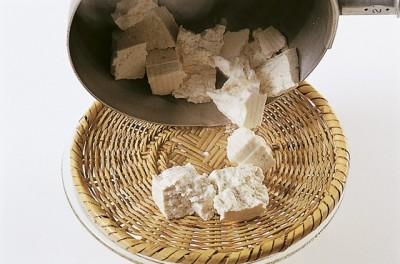 豆腐の水切り ねっとりトロトロ 盆ザル水切り