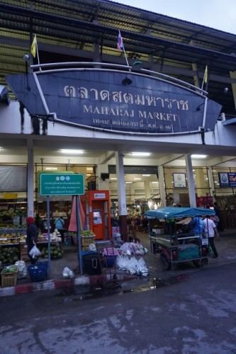 井原さん 市場の入り口