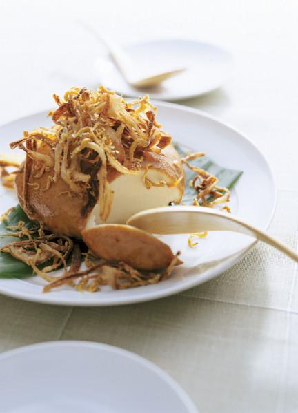 豆腐の実力 しょうゆ漬け豆腐のオニオンフライのせ
