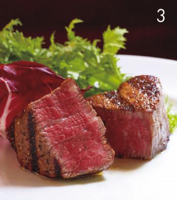 「褐毛和種赤牛〝阿蘇王〞フィレ」¥5,980(100g/税込み)。透明感があり、爽やかな味わいは感動的