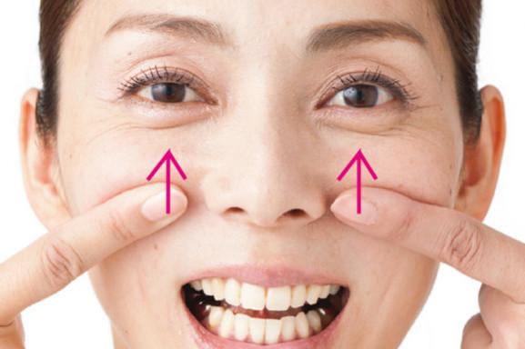 「顔グセ直し」で筋肉を元の位置に引き上げ!②あご